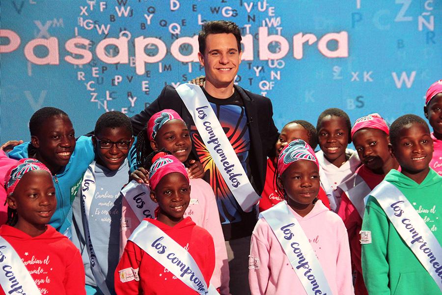 Christian Galvez en Pasapalabra con Coro Safari